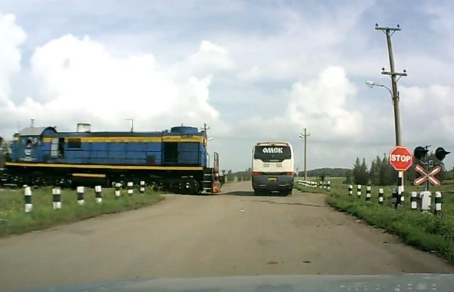 Поезд дальше не идёт ( Аварии на жд переездах )