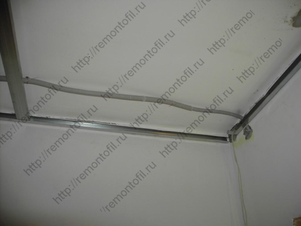 Comment poser un faux plafond pvc estimation travaux en for Faux plafond perfore