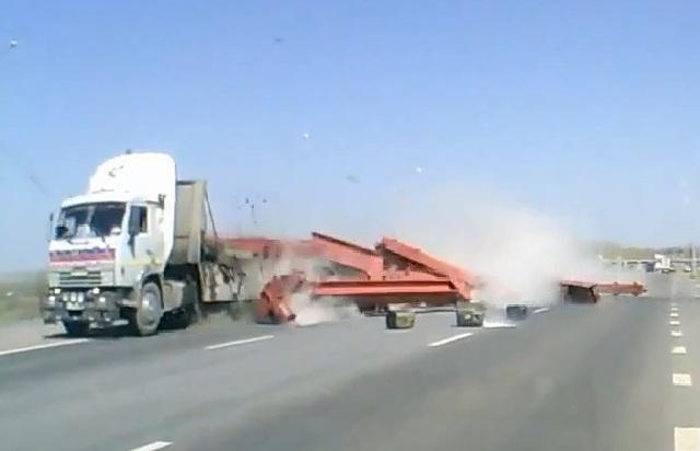 Внезапная разгрузка грузовиков