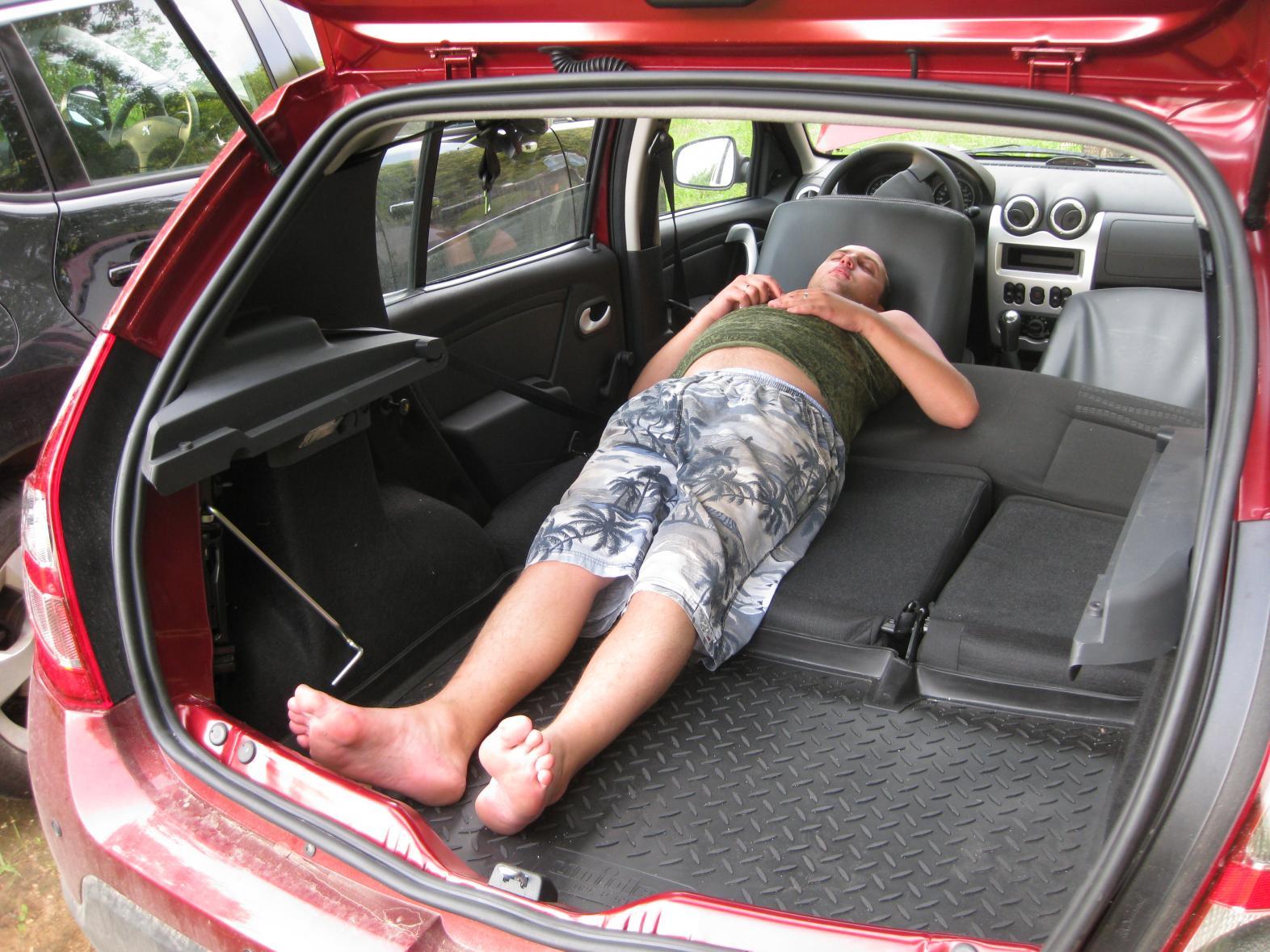 Фото багажника рено сандеро