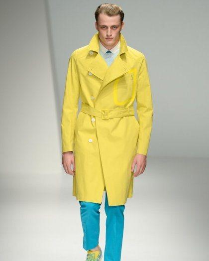 Желтое пальто от Dior тренд сезона
