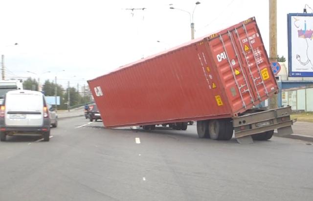 Гнев тяжеловесов ( Упавшие контейнеры)