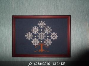 Вышивка снежинка на дереве